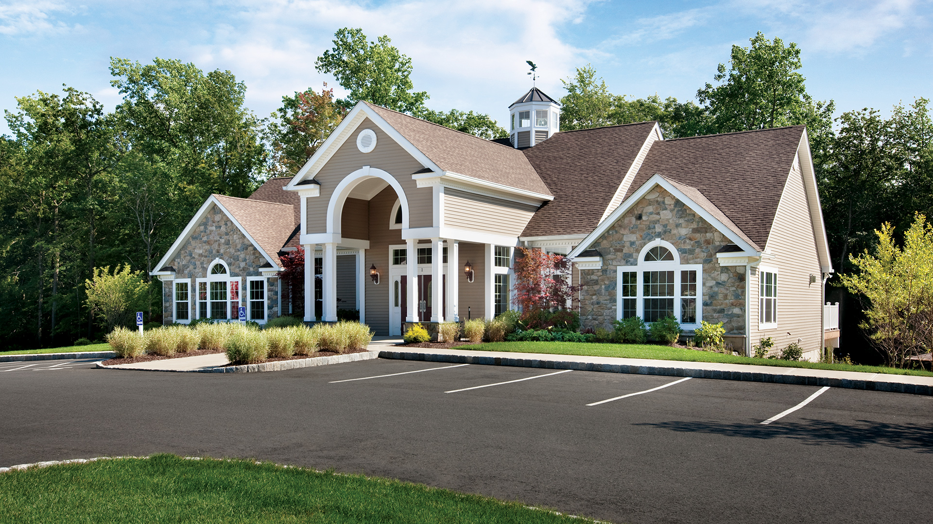 Award-winning, 7,000 sq. ft. clubhouse with fitness room, ballroom, & equipped kitchen