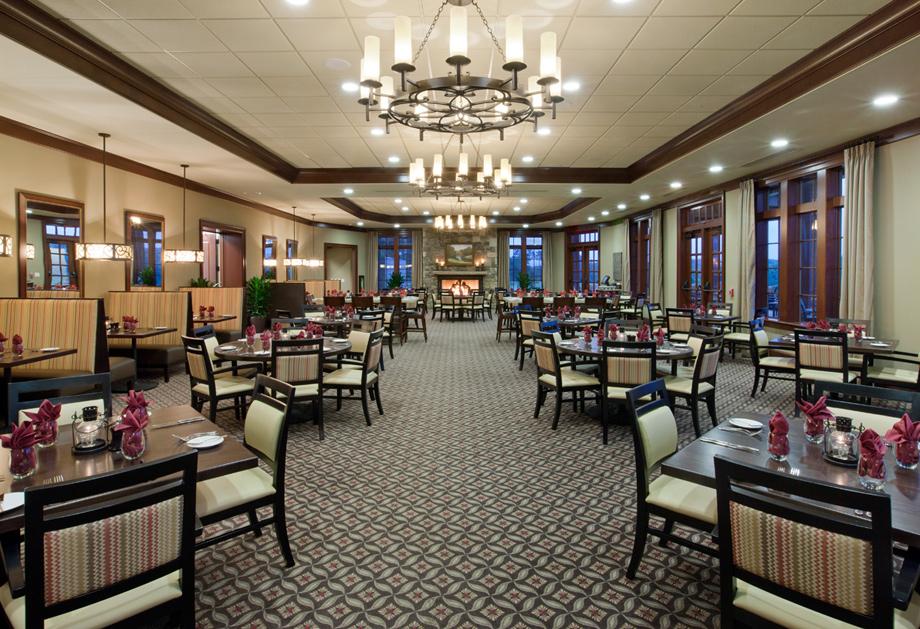 Oak Restaurant - Community clubhouse