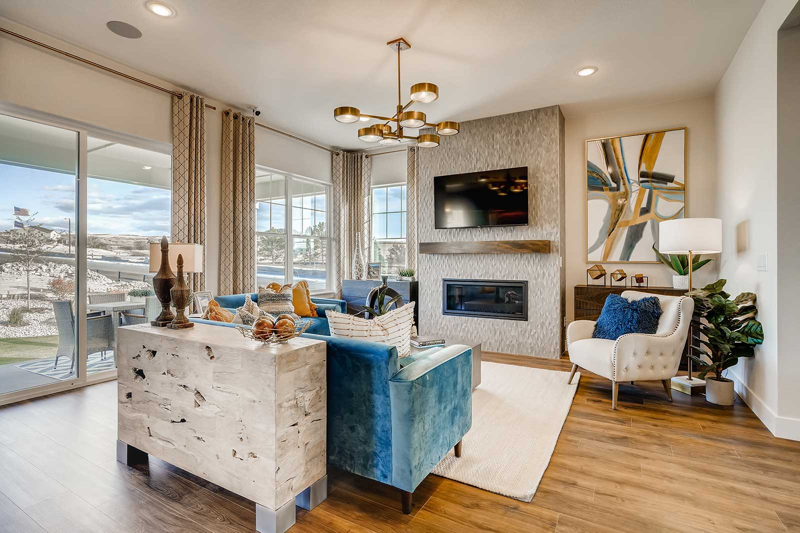 Live Montaine - Giradot Point Castle Living Room
