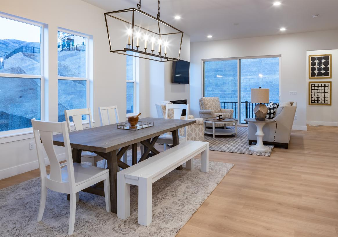 Casual dining areas adjacent to the kitchen for open concept living