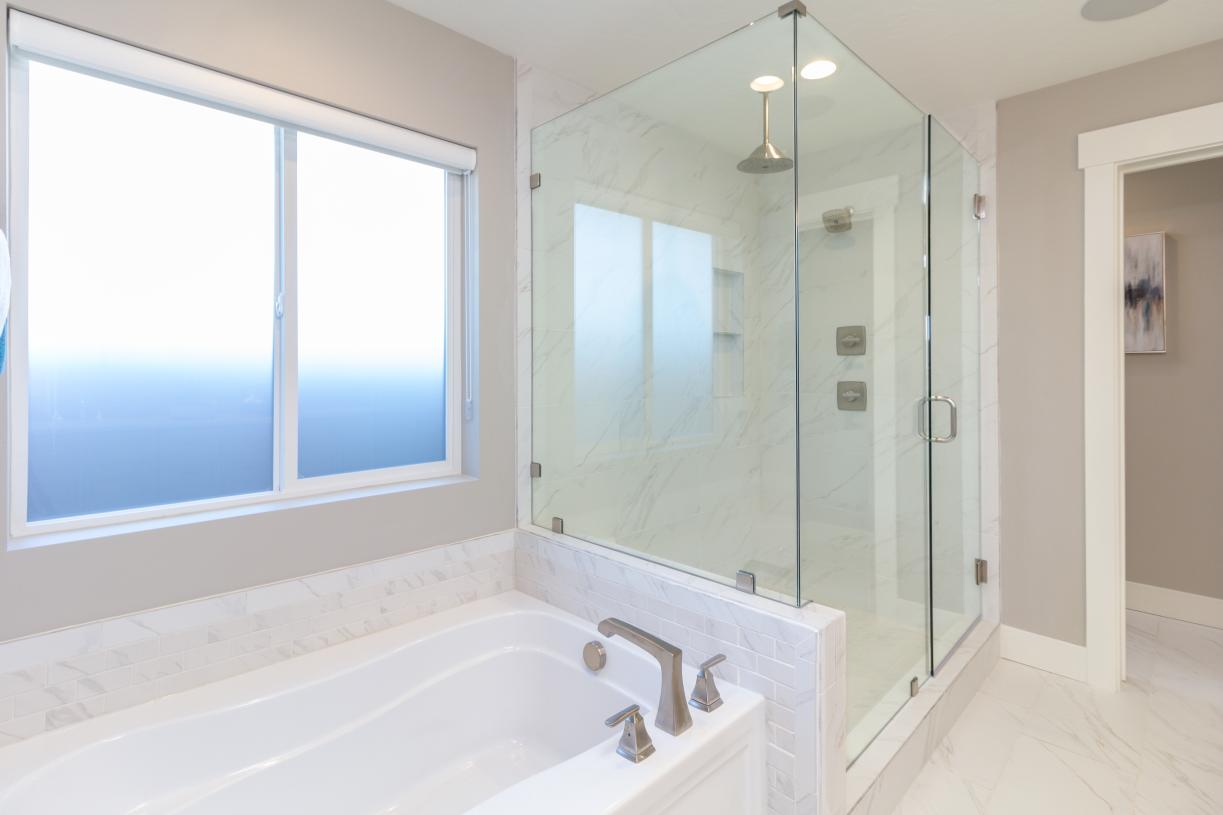 Separate tub and shower in primary bathrooms