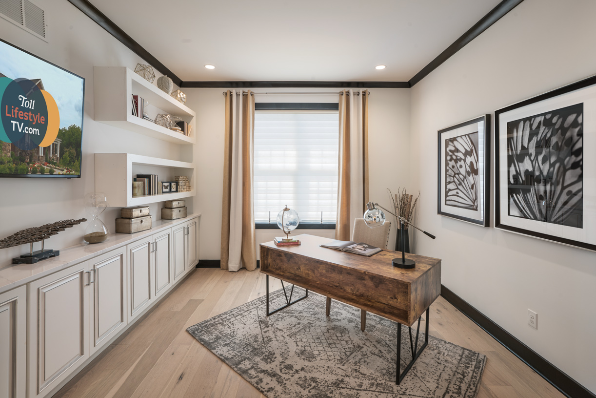 First-floor flex space, ideal for home office