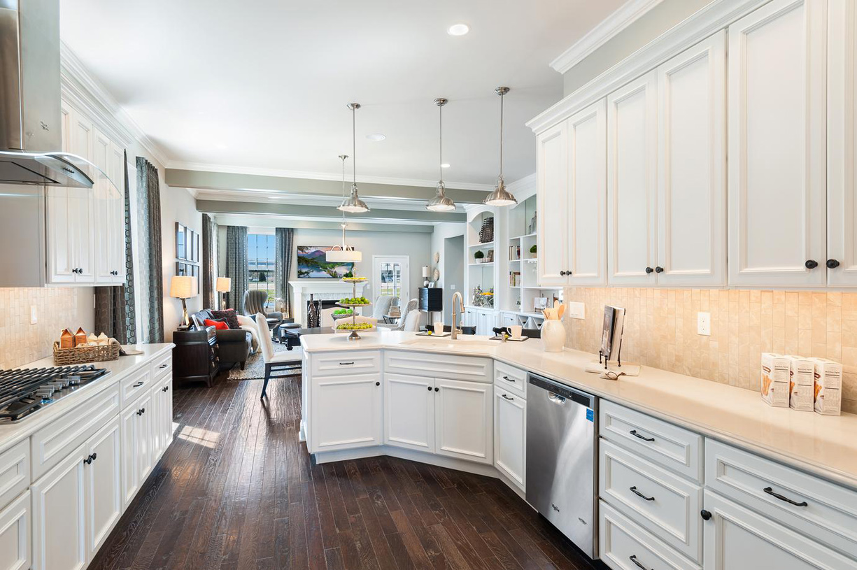 Well-equipped kitchen with pantry and breakfast bar