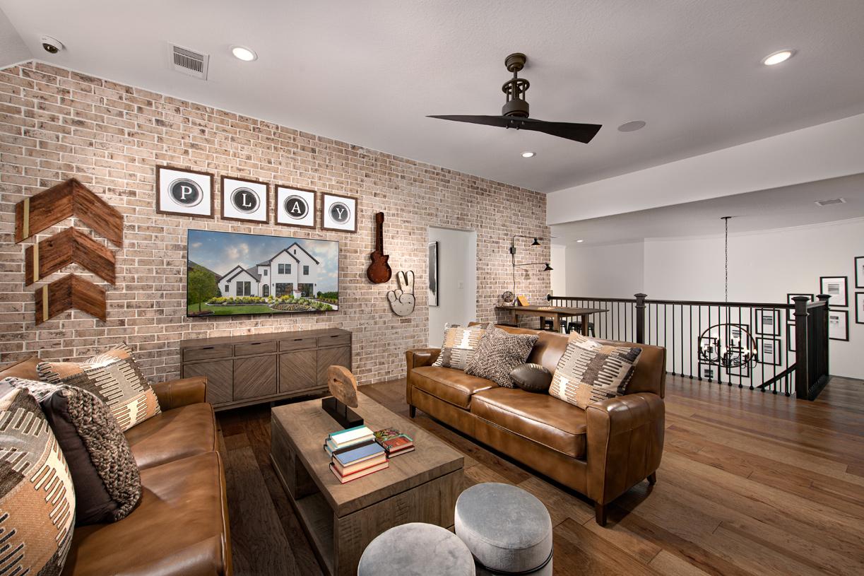 Spacious second-story flex room