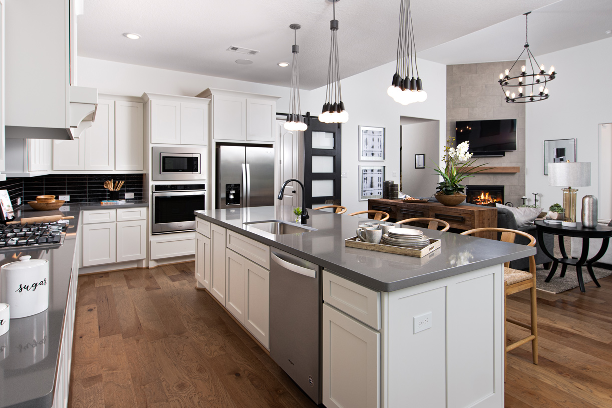 Ample counter and cabinet space