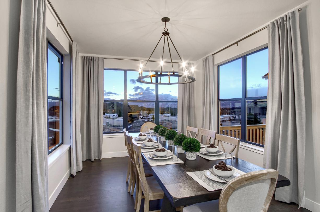 An expansive casual dining area that accommodates a family-sized table