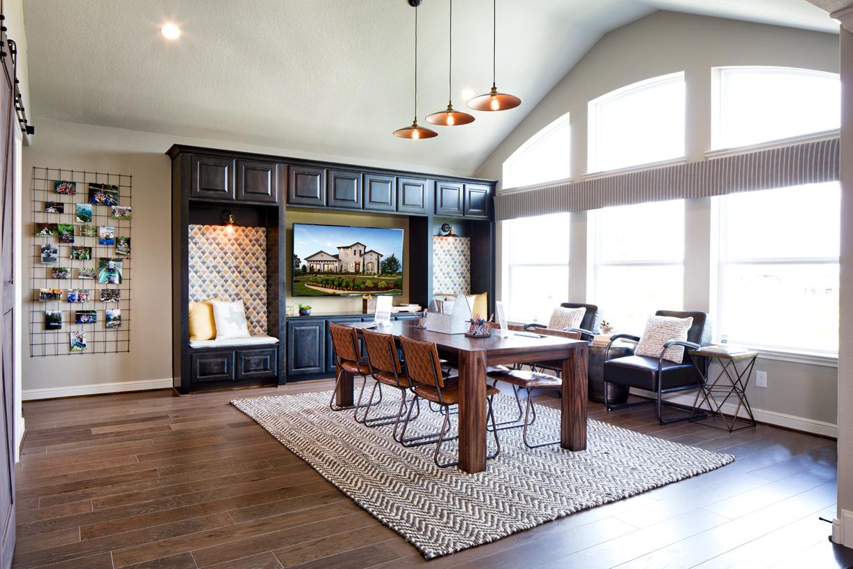 A spacious second-floor flex room