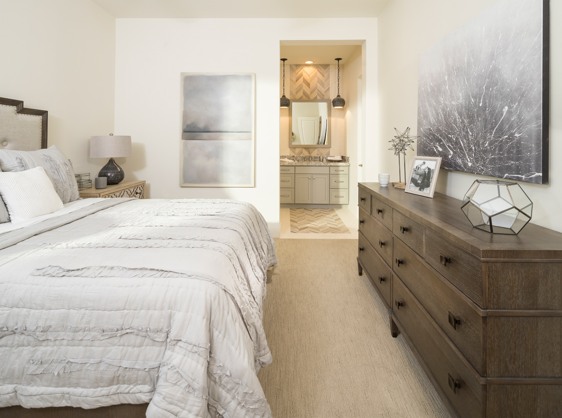 Sizeable secondary bedroom with private bathroom and walk-in closet