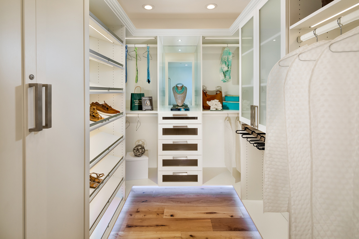 Primary bedroom suite closet